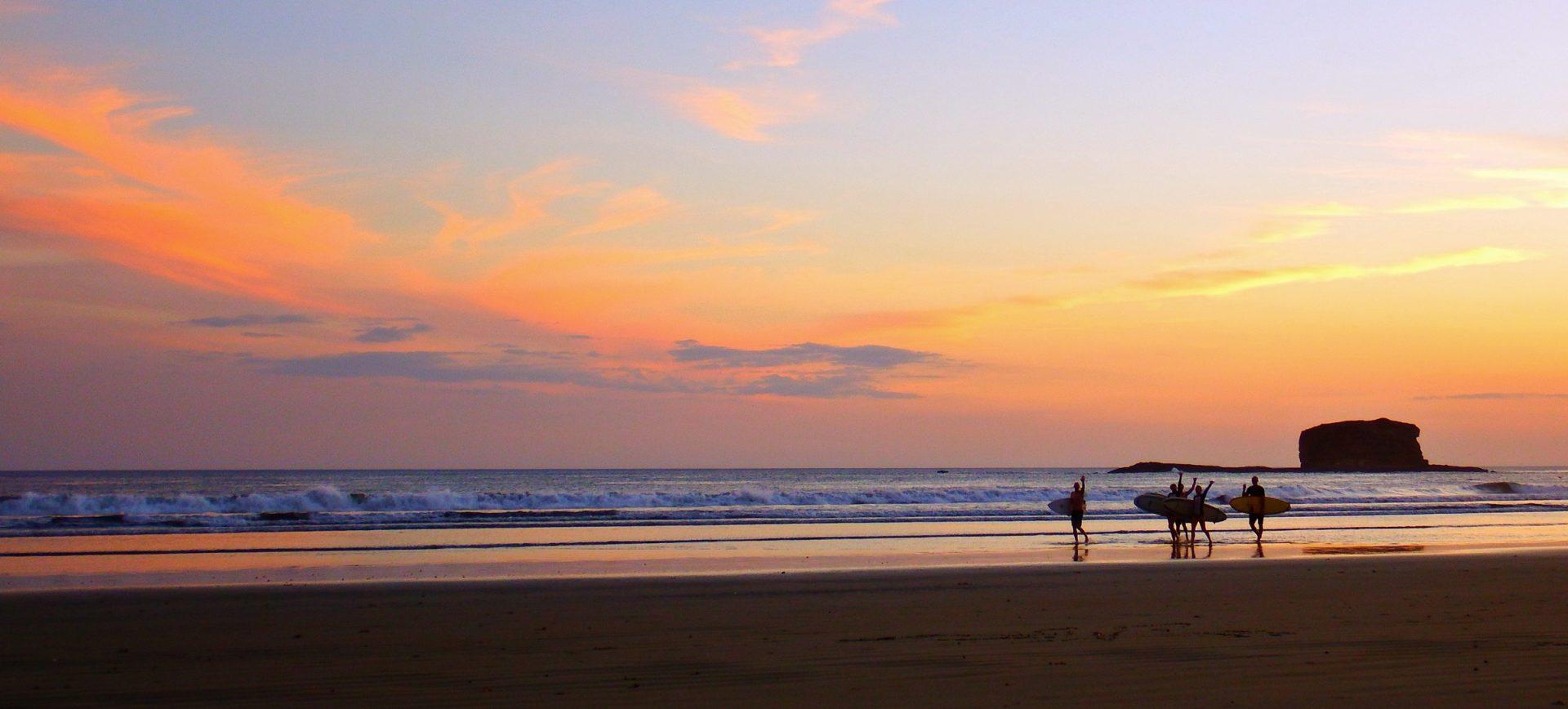Nica Sunset Surf